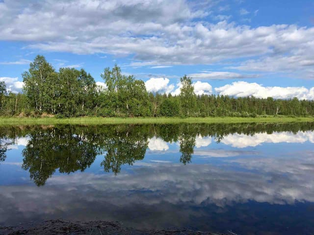 Stuga vid Luleå älv. 6 bäddar nära Treehotell.