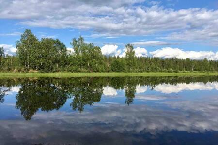 Stuga vid Luleå älv. 8 bäddar nära Treehotell.
