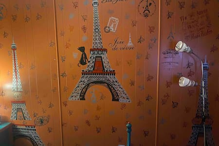 *Bienvenue *  *Welcome Home* (Paris  theme room)