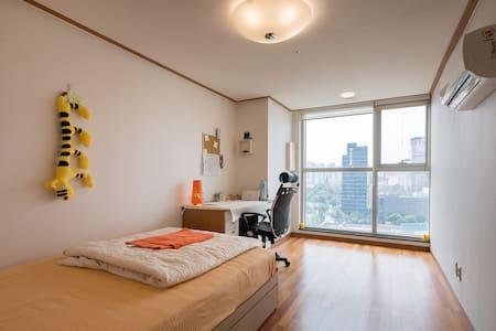 Central Loc.-Pvt room-5 min to Namdaemun,Seoul st. - Jung-gu - Appartement
