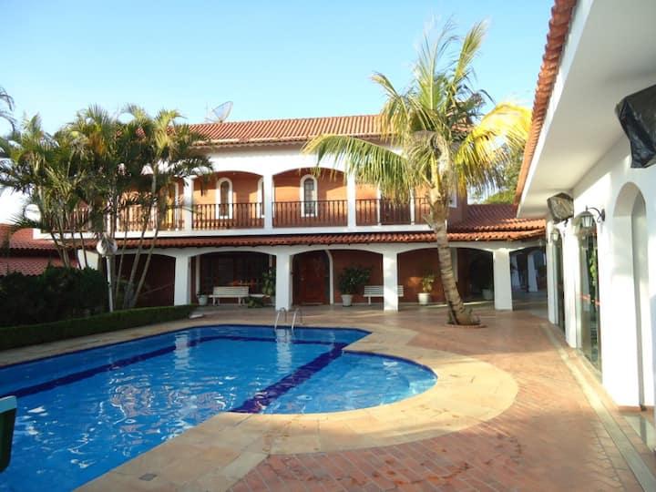 Chácara Ibiúna 6 Quartos,piscina,campo,churrasquei