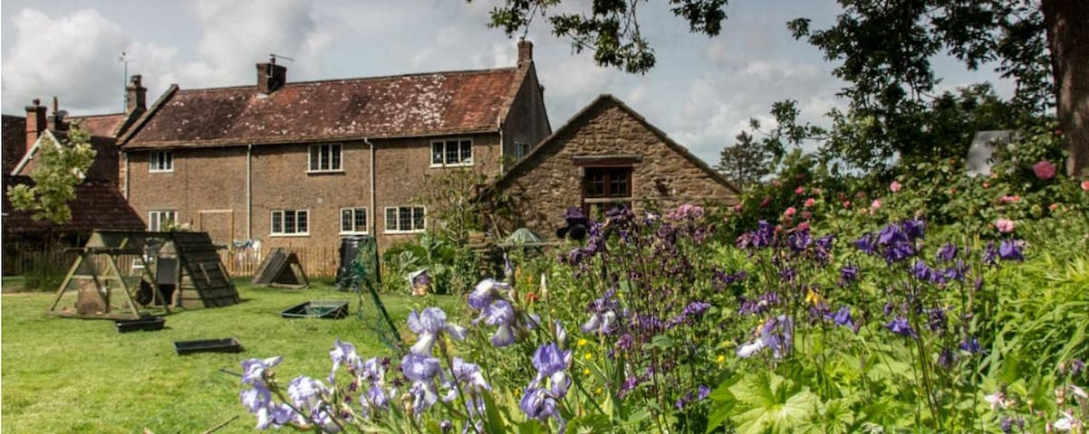 Glebe House - Haselbury Plucknett