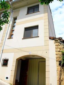 Casa adosada con jardín - Escaño - Talo
