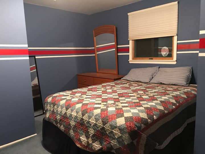 Awesome room near Woodbury Commons