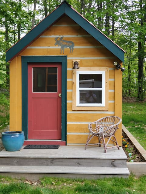 A Tiny House Retreat By the Sea