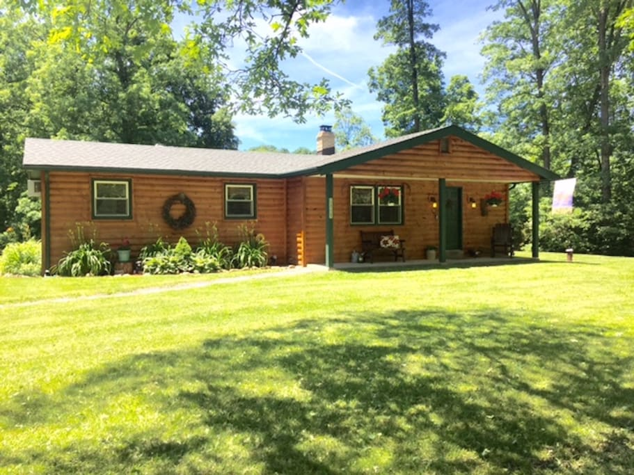 Cozy creekside cabin cabins for rent in new tripoli for Cozy cabins pa