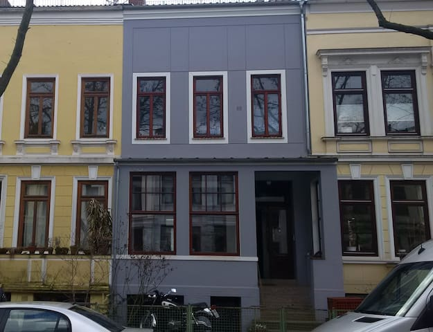 Souterrain flat in old town house - Souterrainwohnung in Altbremer Haus