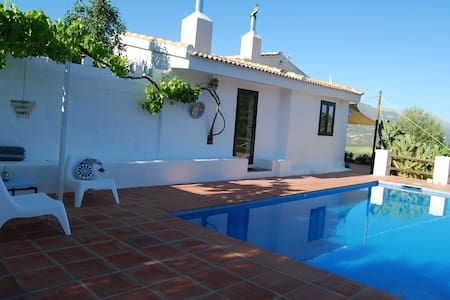 Quiet countryhouse with panoramic view near Málaga - Colmenar