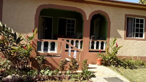 Villa de Michelle - cozy & near local attractions