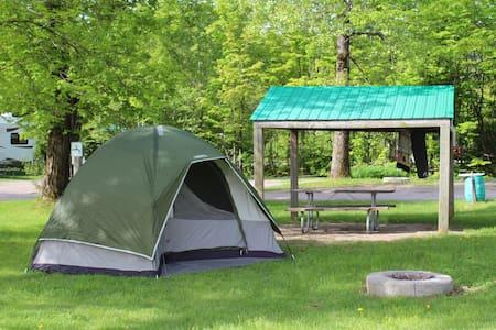 Tente et terrain de camping - Saint-Augustin-de-Desmaures - Telt