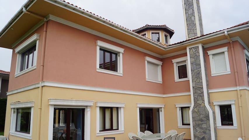 nice villa with swimming pool