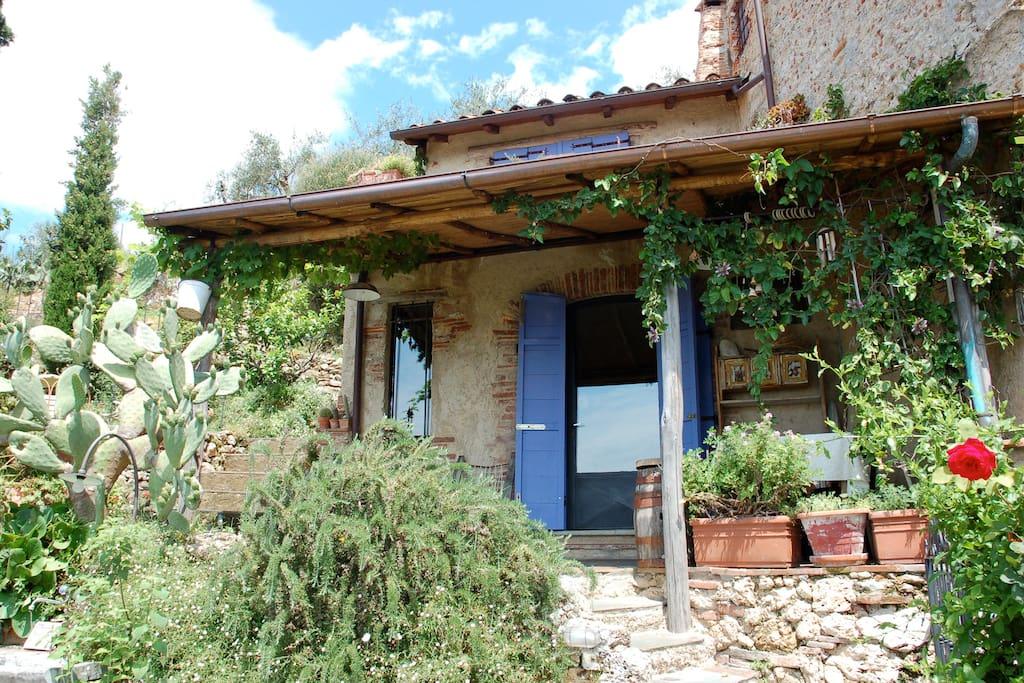 Casa Gloria vista dal giardino in basso