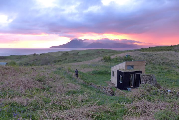 Sweeney's Bothy | Eigg eco-cabin - Cleadale - Cottage