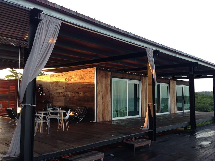 Chambres de la piscine et espace restaurant