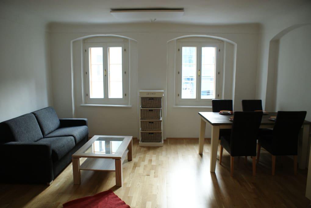 zweizimmerwohnung beim hauptplatz mit klimaanlage. Black Bedroom Furniture Sets. Home Design Ideas