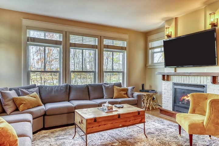 Charming Mountain Retreat w/Private Gas Grill, Free WiFi, & Private Washer/Dryer