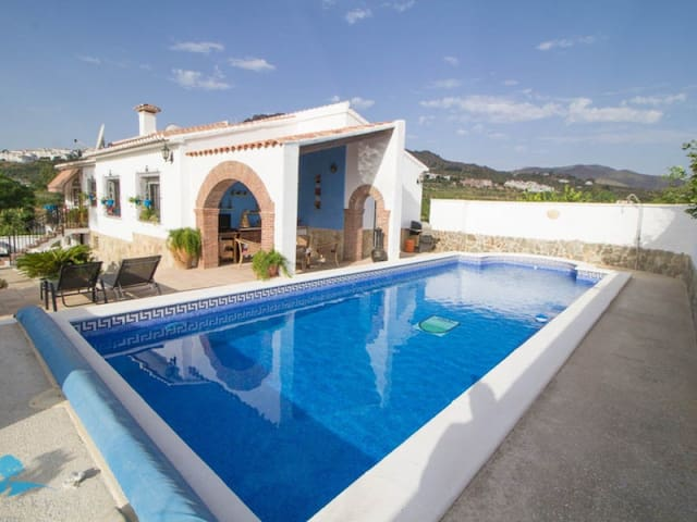 Villa with private pool & games/cinema room. - Álora