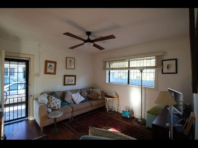 Close to Airport/City Character-filled home - Tempe - Huis