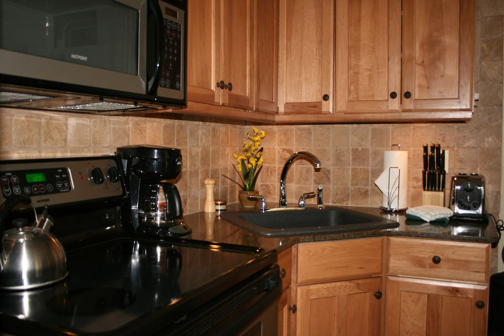 Fully equipped kitchen area with full stove/oven, fridge/freezer, microwave etc.