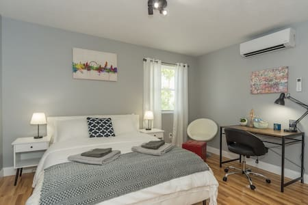 ☆Luxury & Airy☆ - Short Walk From Downtown