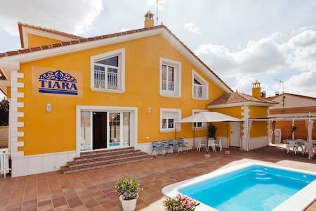 TIARA VACACIONES - Nava de la Asunción - House