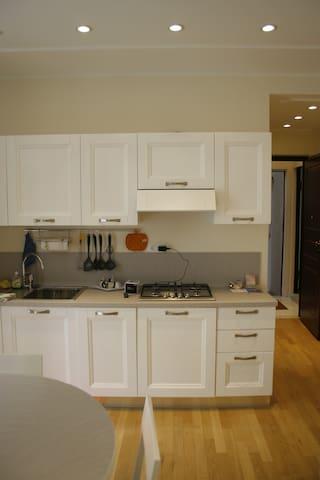 cucina a vista in zona living