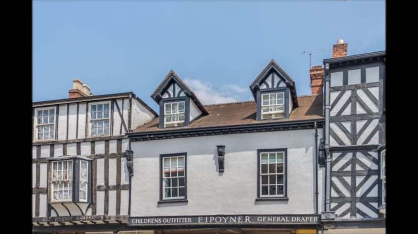 Luxury double bedroom on charming Broad Street - Ludlow - Dom