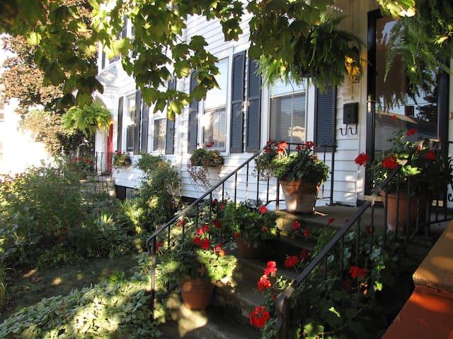 3BR/Townhouse in Heart of Hudson - Hudson - House