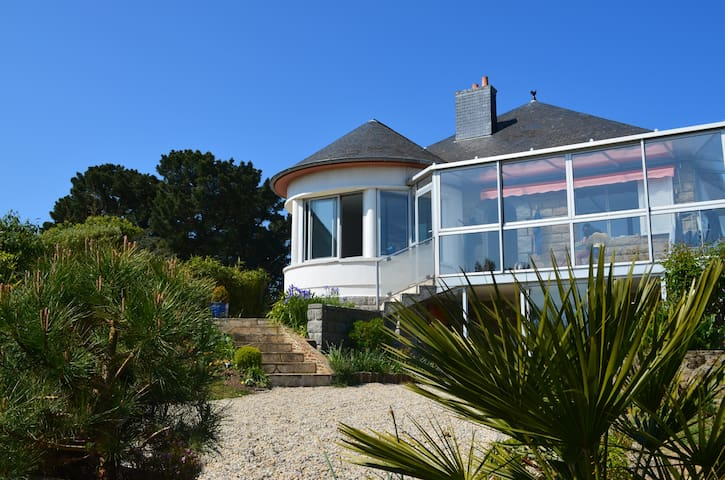 Villa vue sur mer, les plages à pied