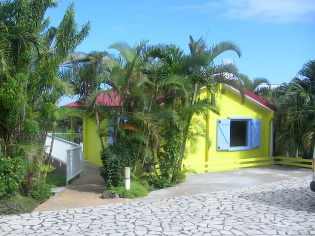 Chalet JAUNE/Piscine/Parking privé - SAINT PIERRE