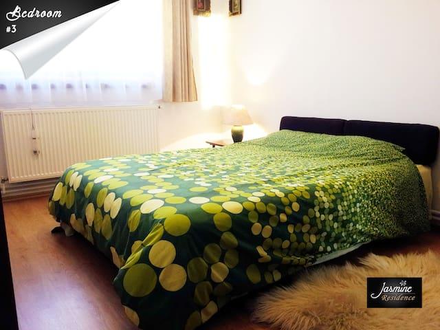 Bedroom#3 - queen bed