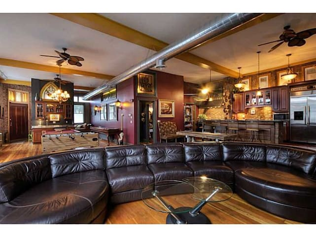 1,932 sq. ft. Industrial Chic Condo-Great Location