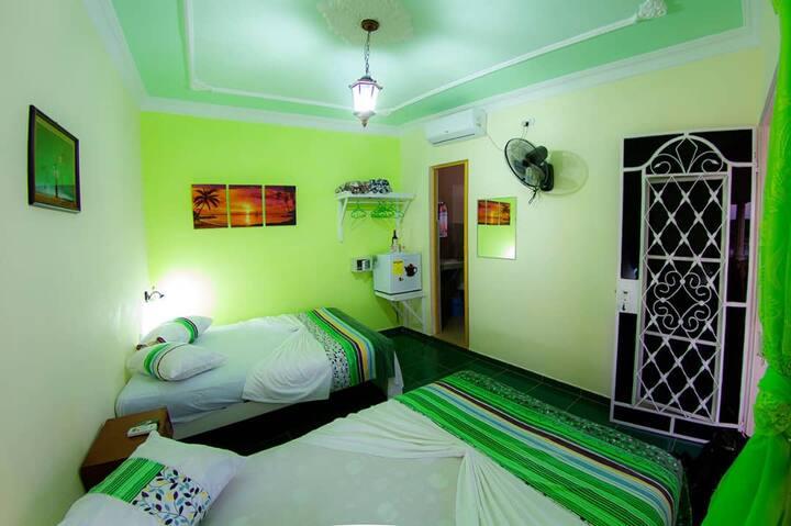 """""""Casa Carlos & Dayana""""(Las Habitaciones 1 y 2 )"""