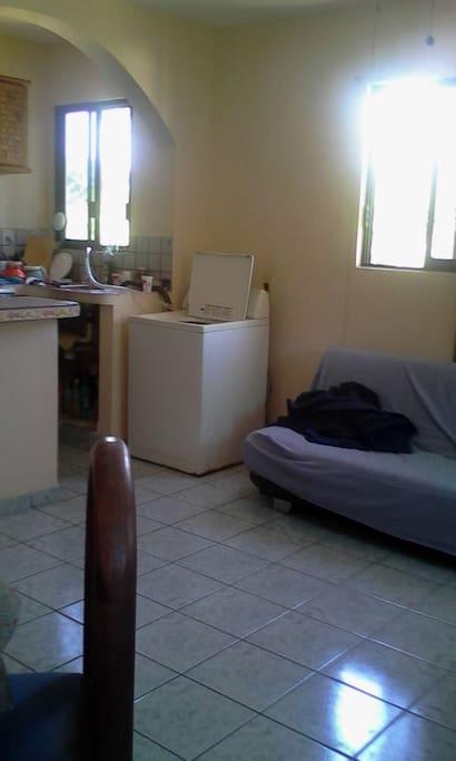 Sala cosina y comedor con refrigerador Grande para compartirlo cosina tambien