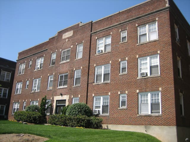 Historic Gray Court Apt Downtown WS