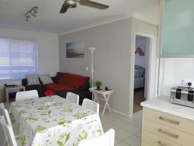 Selene Holiday Apartment, 2 BdRm Upstairs Seaside
