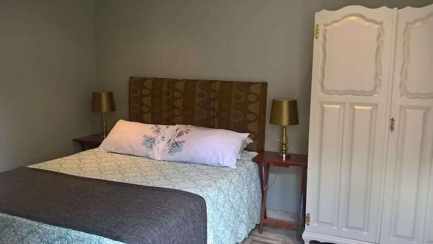 Cosy Crash Pad. Backup power. Ideal for Short Stay