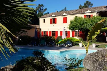 Manoir 10 chambres piscine tennis - Fargues-sur-Ourbise - วิลล่า