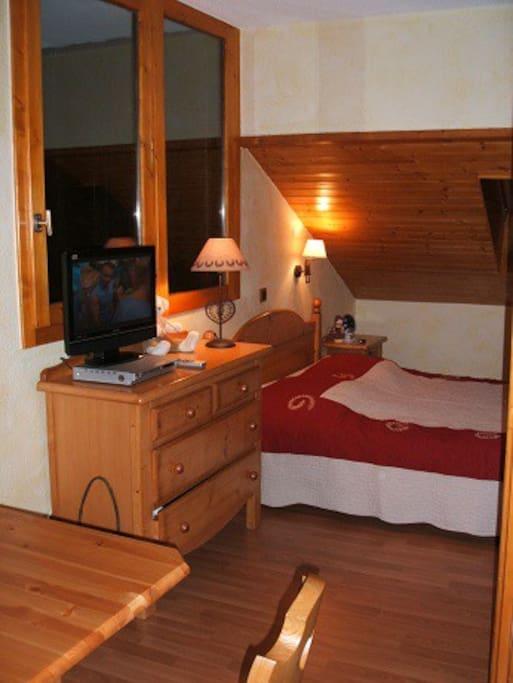 coin chambre avec lit 140/190 cloison de séparation amovible