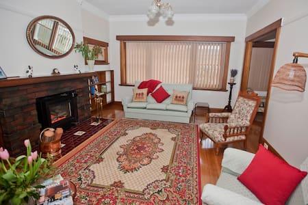 Hillside Cottage - New Norfolk