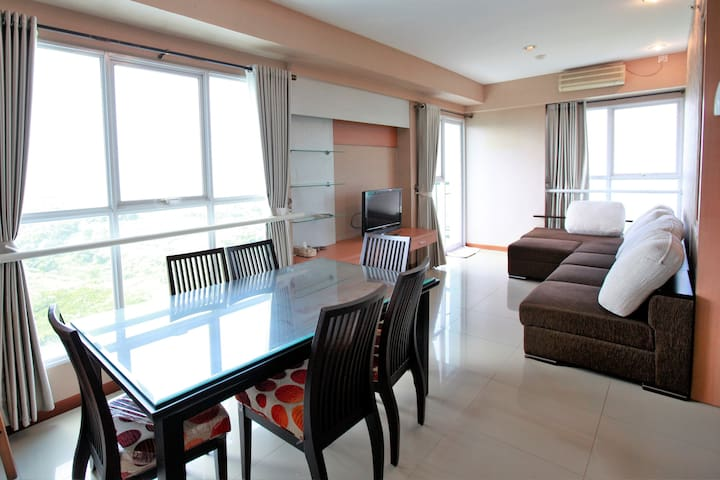 11th Floor Marbella Dago Pakar 3BR Great View!