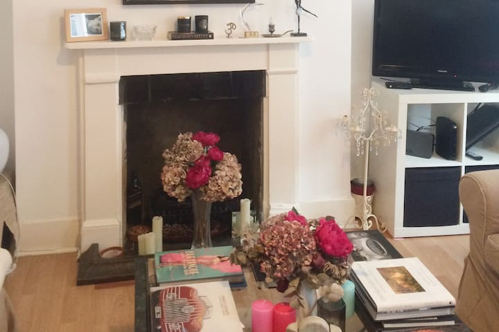 lovely home with fireplace in Chelsea