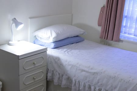 Lovely Single B/Rm-Central Location - Bristol - Ház