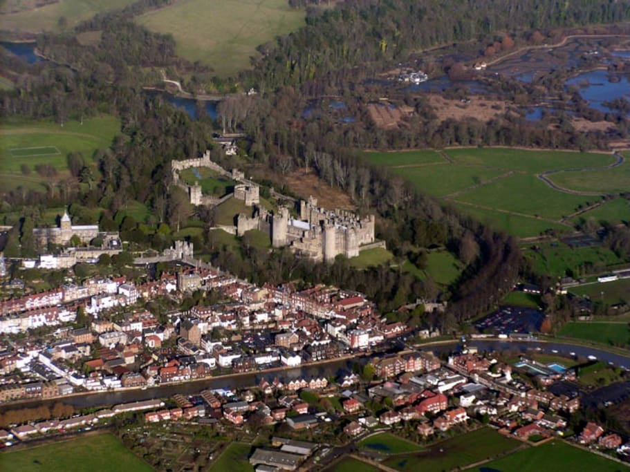 Arundel. Castle, Cathedral, and Arun River