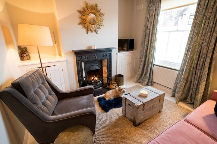 *NEW* Gorgeous & Cosy Old Rye Cottage w Open Fire