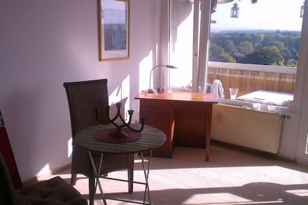 Appartement mit Balkon u. Badewanne - Cologne - Apartment