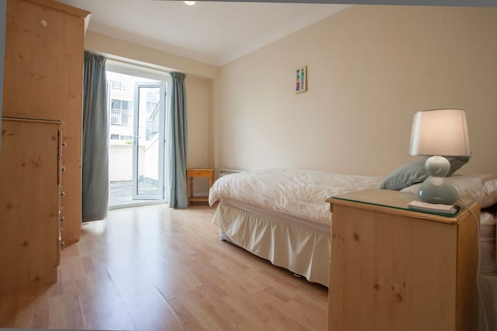 Beautiful Single Room in Galway