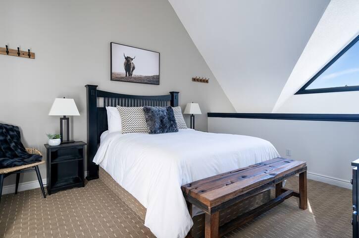 Master Loft Bedroom with Queen Bed