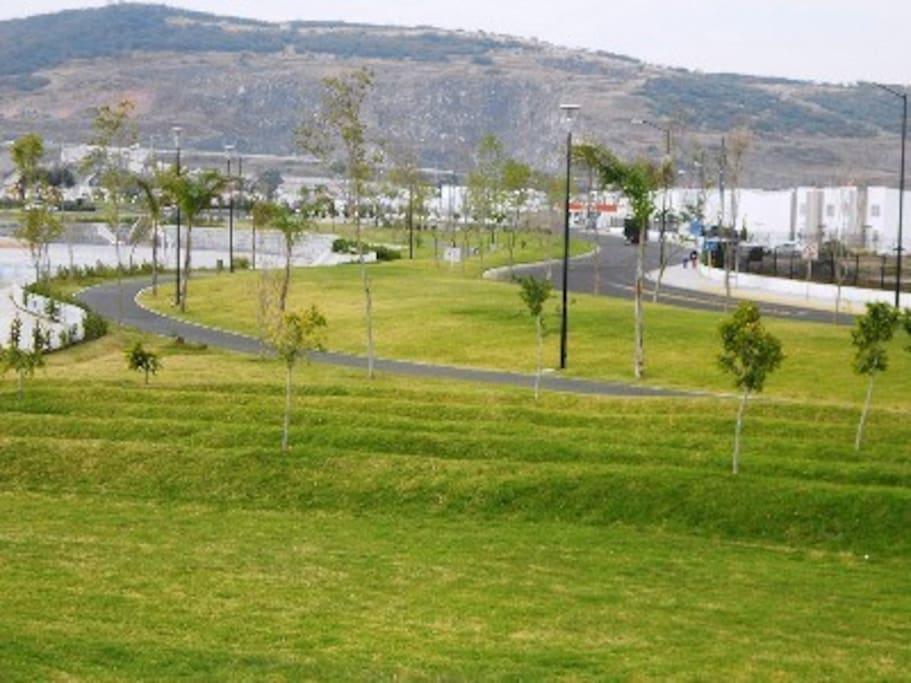Áreas comunes externas para correr andar en bici y muchas actividades al aire libre.