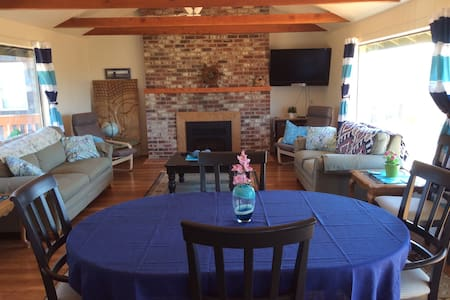 Family, friendly ocean front home - Waldport